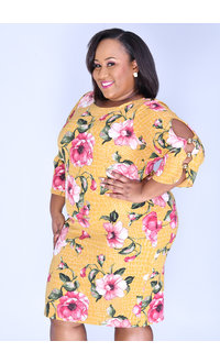 Shelby & Palmer ROKSANA-Plus Size Floral Print Dress with 3/4 Sleeve and Pearls