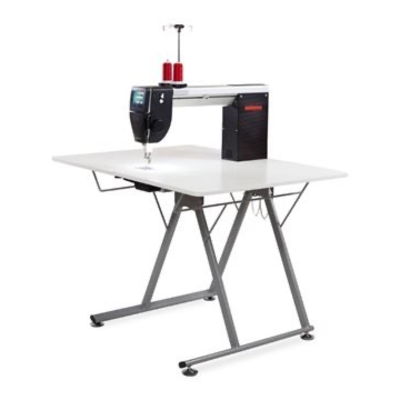 Bernina Q20 with Foldable Table