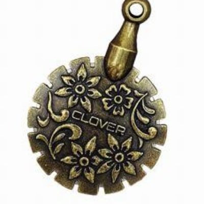 Clover Needlecraft Inc. Thread Cutter Pendant