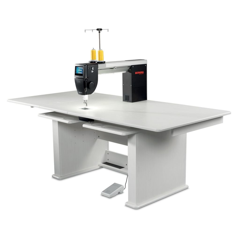 Bernina Q20 with Table