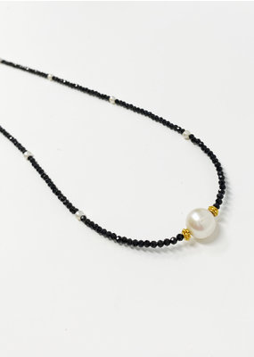 LeLa designs Spinal & Pearl Necklace