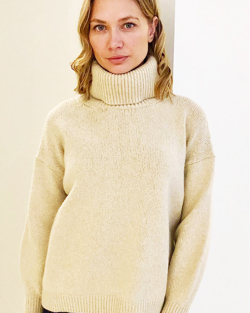 CASHMERE GOLD FOIL ROLL NECK SWEATER: SAND