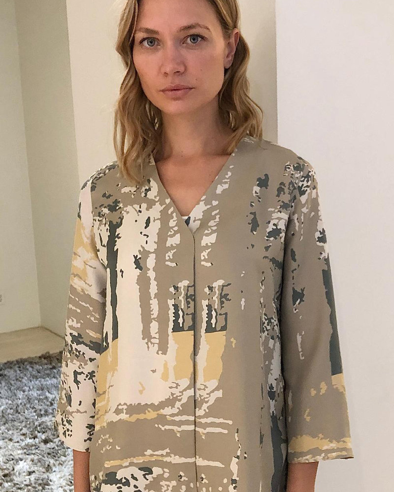 V-NECK SILK PRINTED BLOUSE: FOREST-DAY