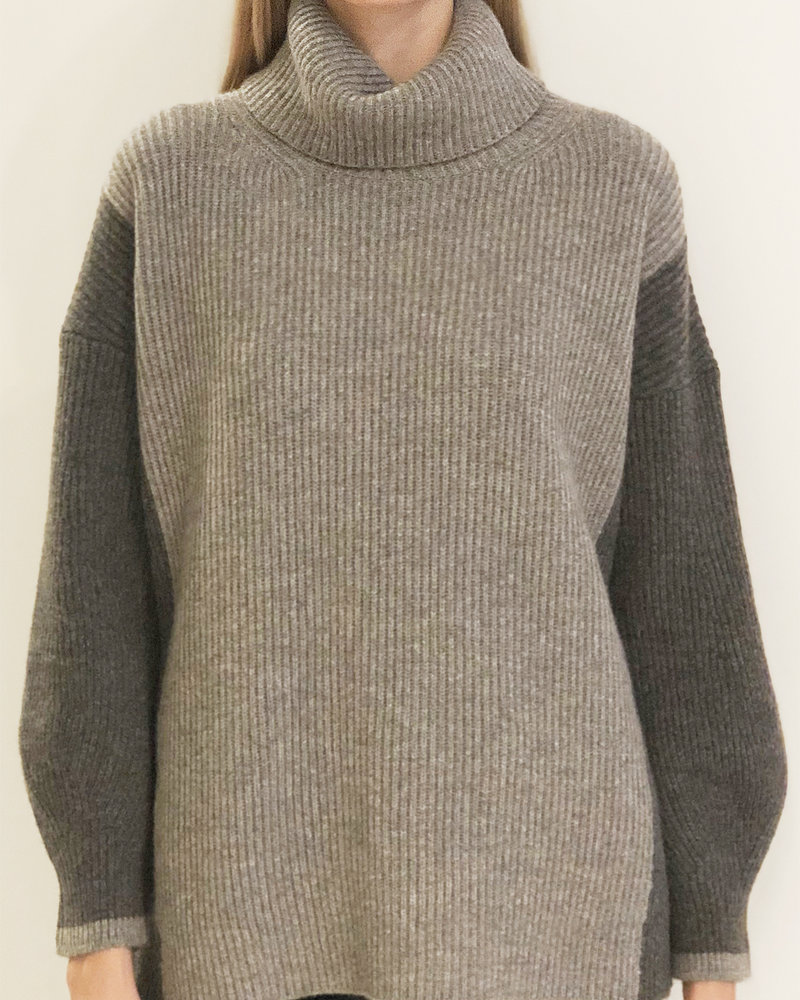 TWO-TONES CASHMRE ROLL NECK WITH BALLOON SLEEVES: GRAY-ANTHRACITE