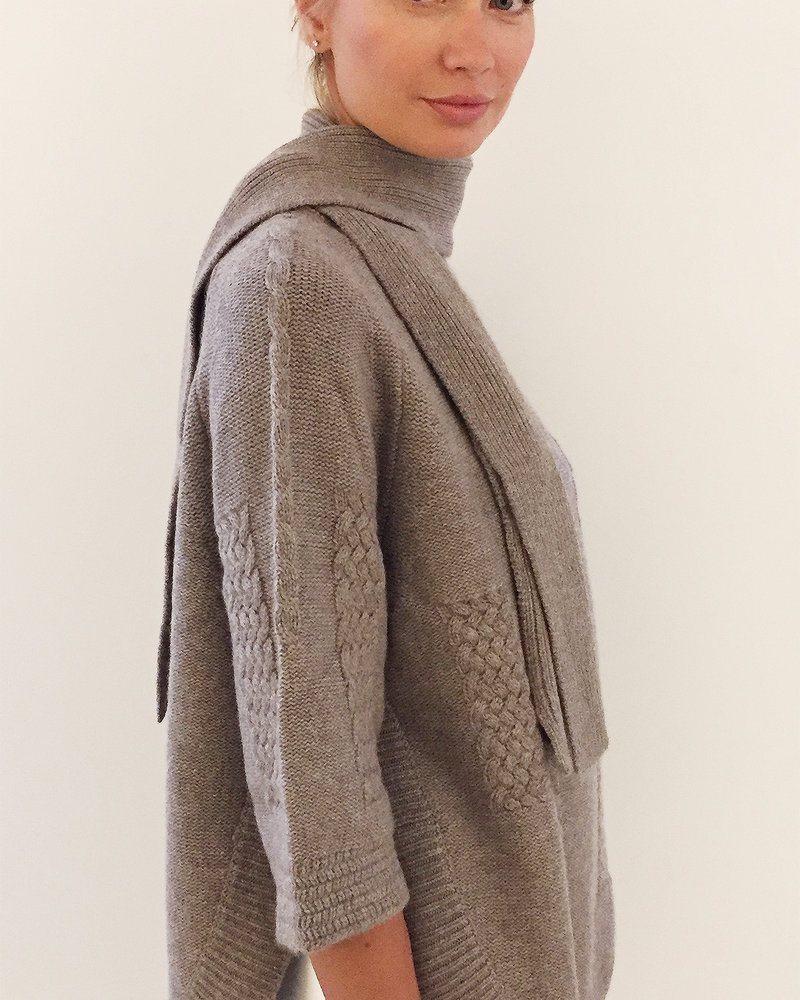 INTRICATE CASHMERE KNIT SWEATER WITH SCARF: BROWN