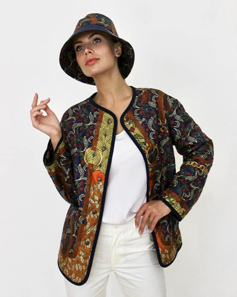 COLLARLESS REVERSIBLE SILK PRINTED QUILTED JACKET: LEOPARD-AMAZONIA NAVY