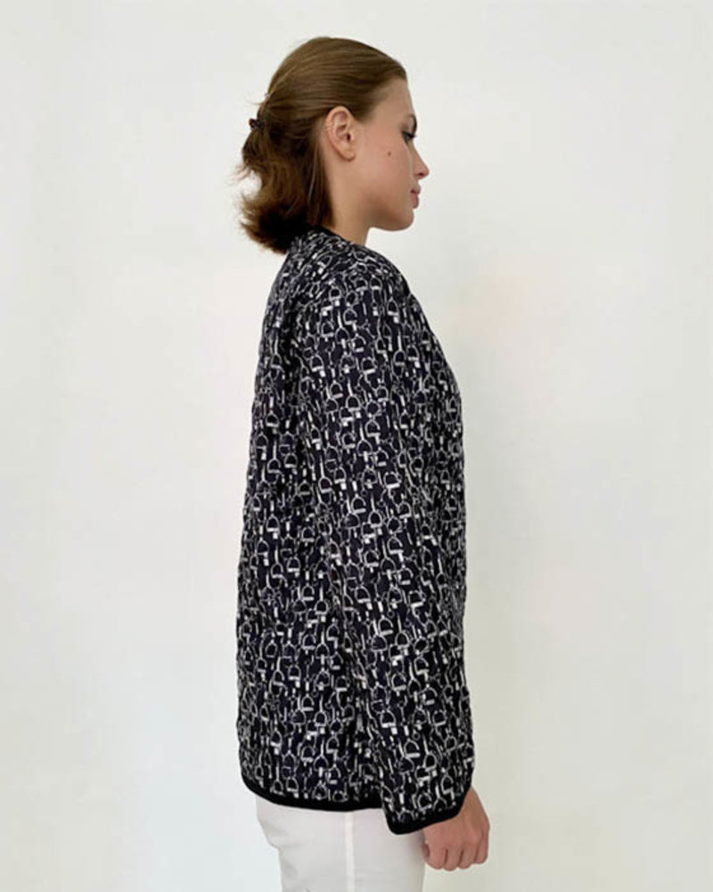 COLLARLESS REVERSIBLE SILK PRINTED QUILTED JACKET: STIRRUPS-CHAINS BLACK