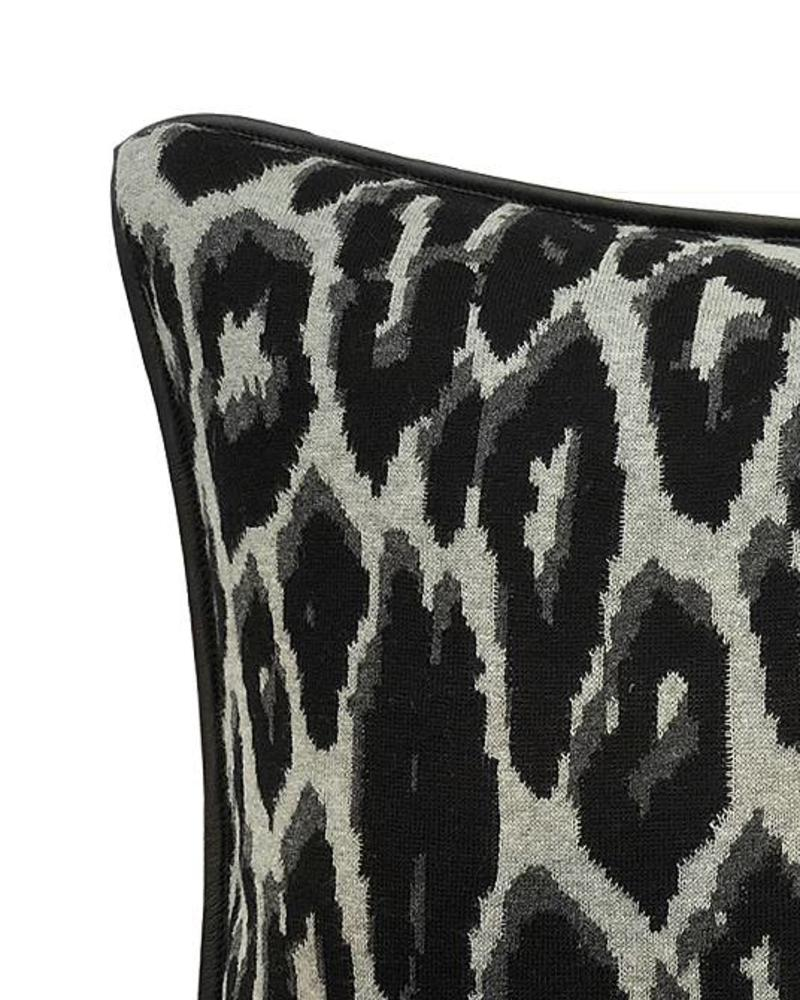 "COTTON KNITTED LEOPARD PILLOW: 21"" X 21"": BLACK"