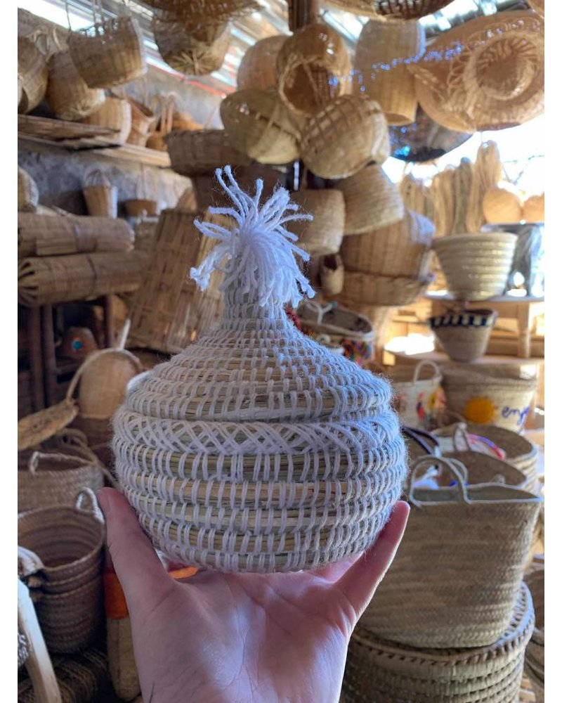 Petite woven & seagrass basket with pom and lid- white
