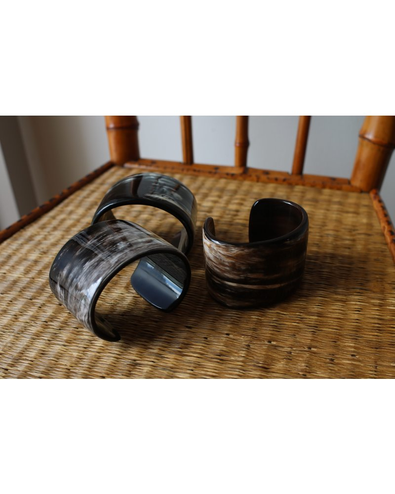 Black Creamy Horn Flat Cuff