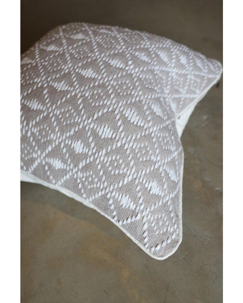 ESSA almond & white 24 x 24