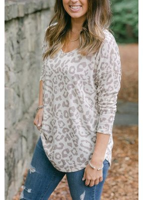Cobblestone Living Lana L/S Leopard prt Top in Taupe