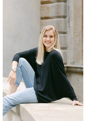 Cobblestone Living Vera Raglan Sleeve Pullover in Black