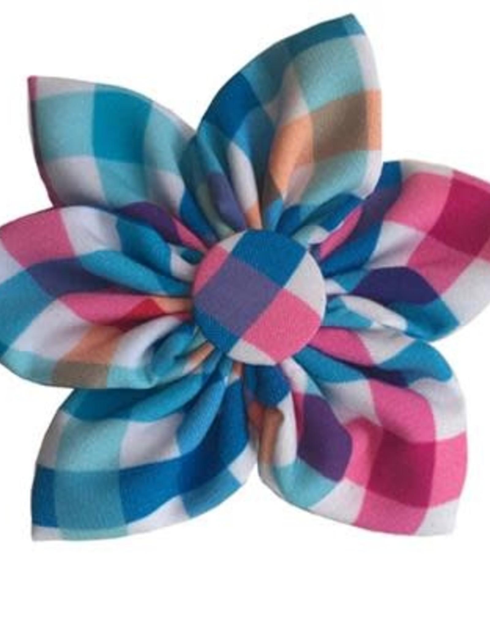 Blue Green Pinwheel Collar Attachment