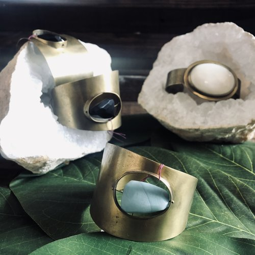 HomArt Floating Stone Brass Cuff - Amazonite