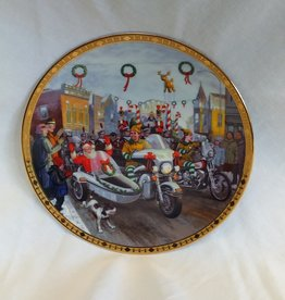 """H-D"" Holiday Parade Collector's Plate, 8.5"", 2003"
