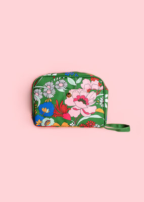 Adelante Getaway Toiletry Bag