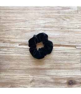 Refinery Refinery Velvet Scrunchie- Black