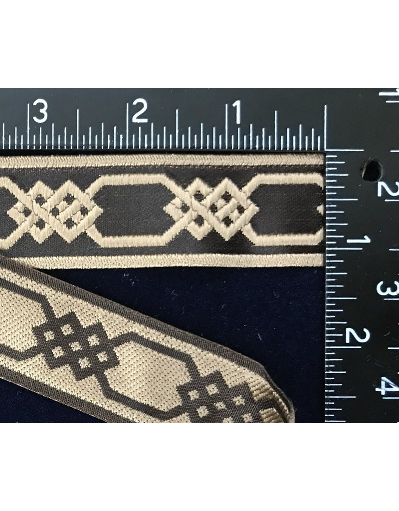 Chained Celtic Knotwork Narrow - Cream on Brown