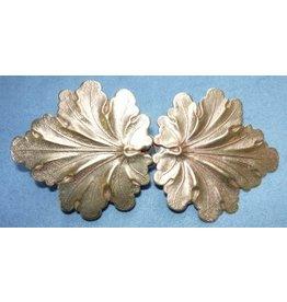 Geranium Leaves, Medium Cloak Clasp - Jewelers Bronze