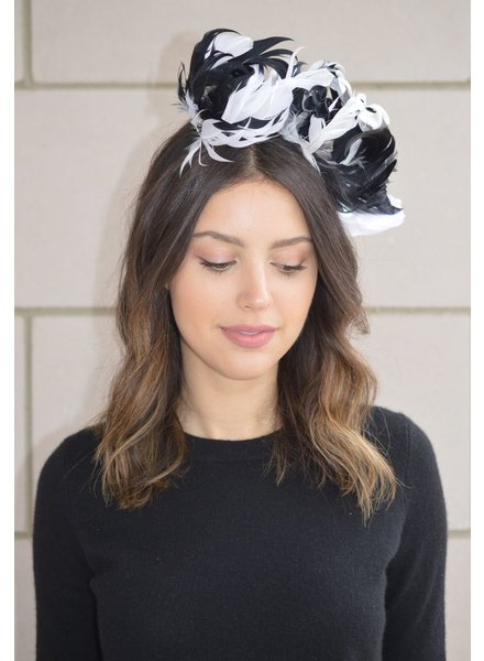FORME MILLINERY CO BLK & WHT SHORT CURLED FEATHERS