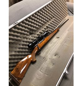 Weatherby Mark V Weatherby 7mm Wby Mag UNFIRED with Redfield scope