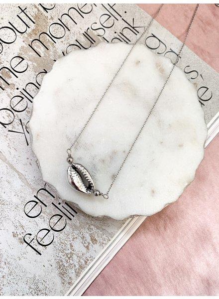 Nouveau Noir La Paz Shell Necklace Silver