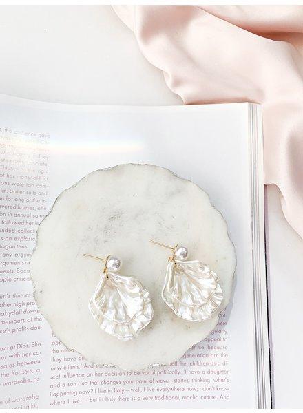 Nouveau Noir Anahita Shell Earrings