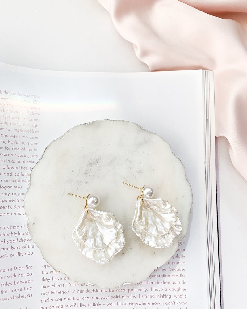 Nouveau Noir Anahita Shell Earrings