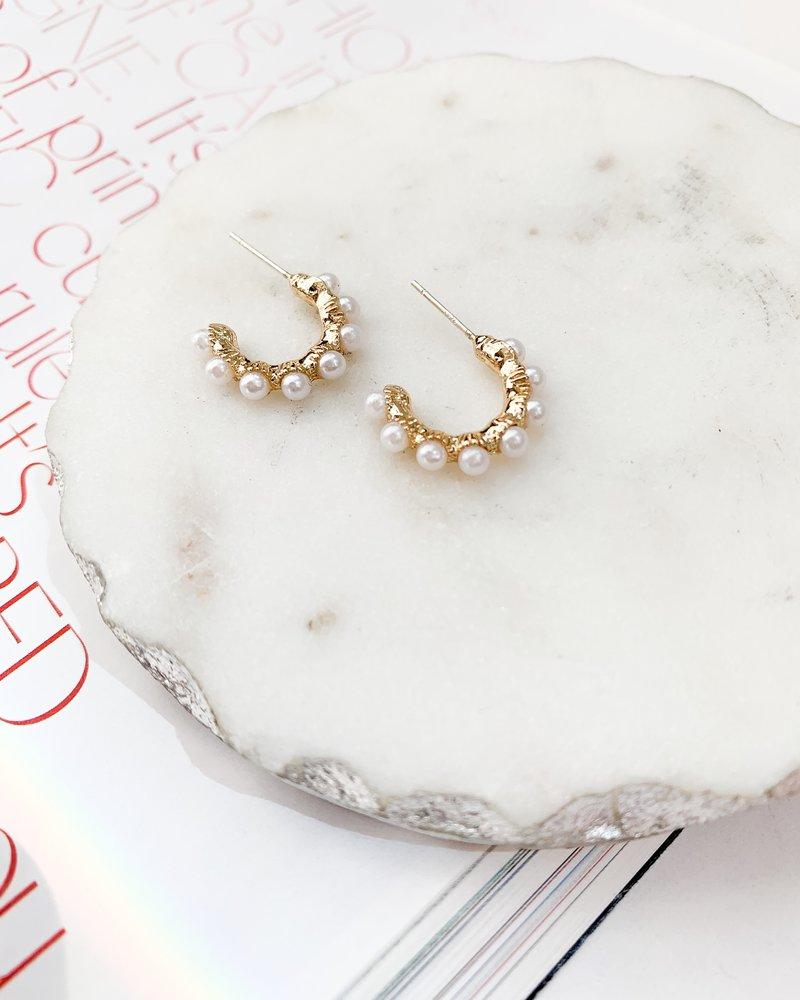 Nouveau Noir Athena Pearl Earrings