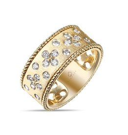 Luvente Brushed Yellow Gold Clover Diamond Band