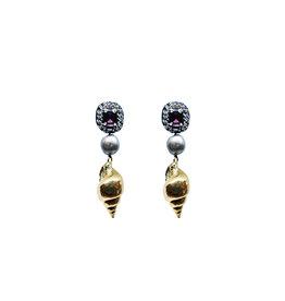 Ranjana Khan Gold Shell Black Pearl