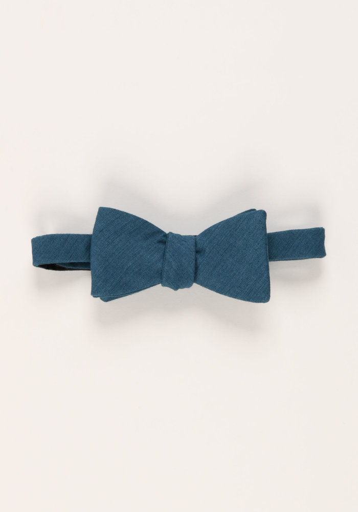 The Diplomat Bow Tie (Blue)
