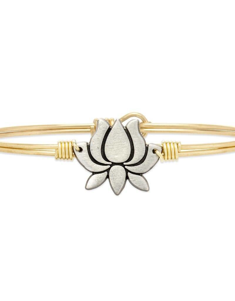 LUCA AND DANNI STC594S/SM LOTUS FLOWER NEW BRACELET SILVER TONE PETITE