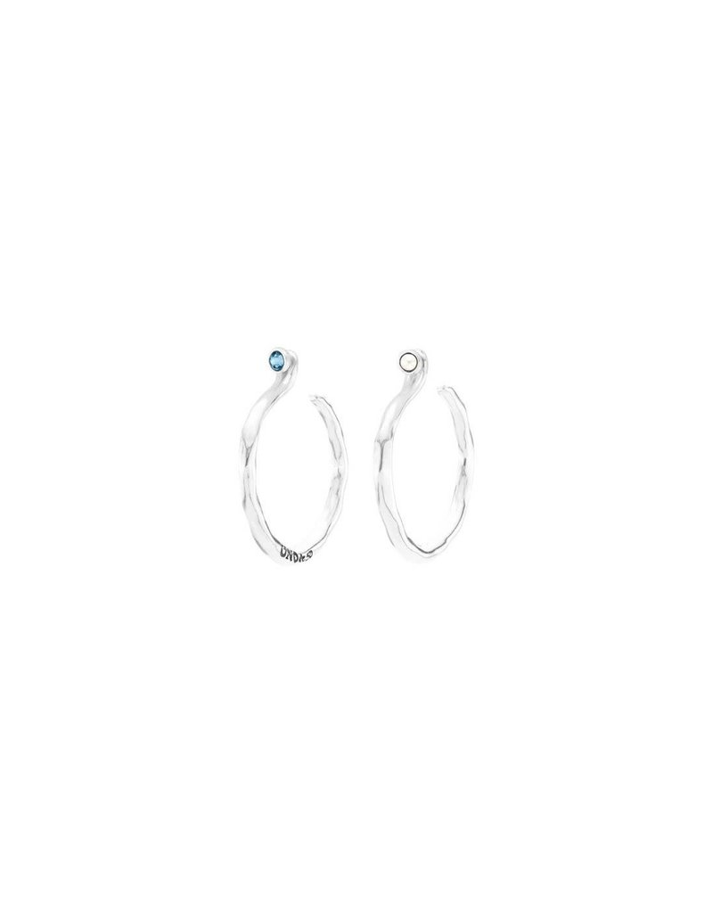 UNO DE 50 PEN0652MCLMTL0U Earrings in metal clad with silver with SWAROVSKI® ELEMENTS.