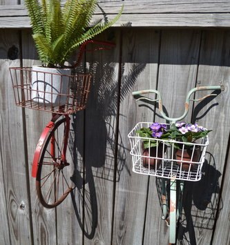 Metal Bicycle Wall Planter (2 Colors)