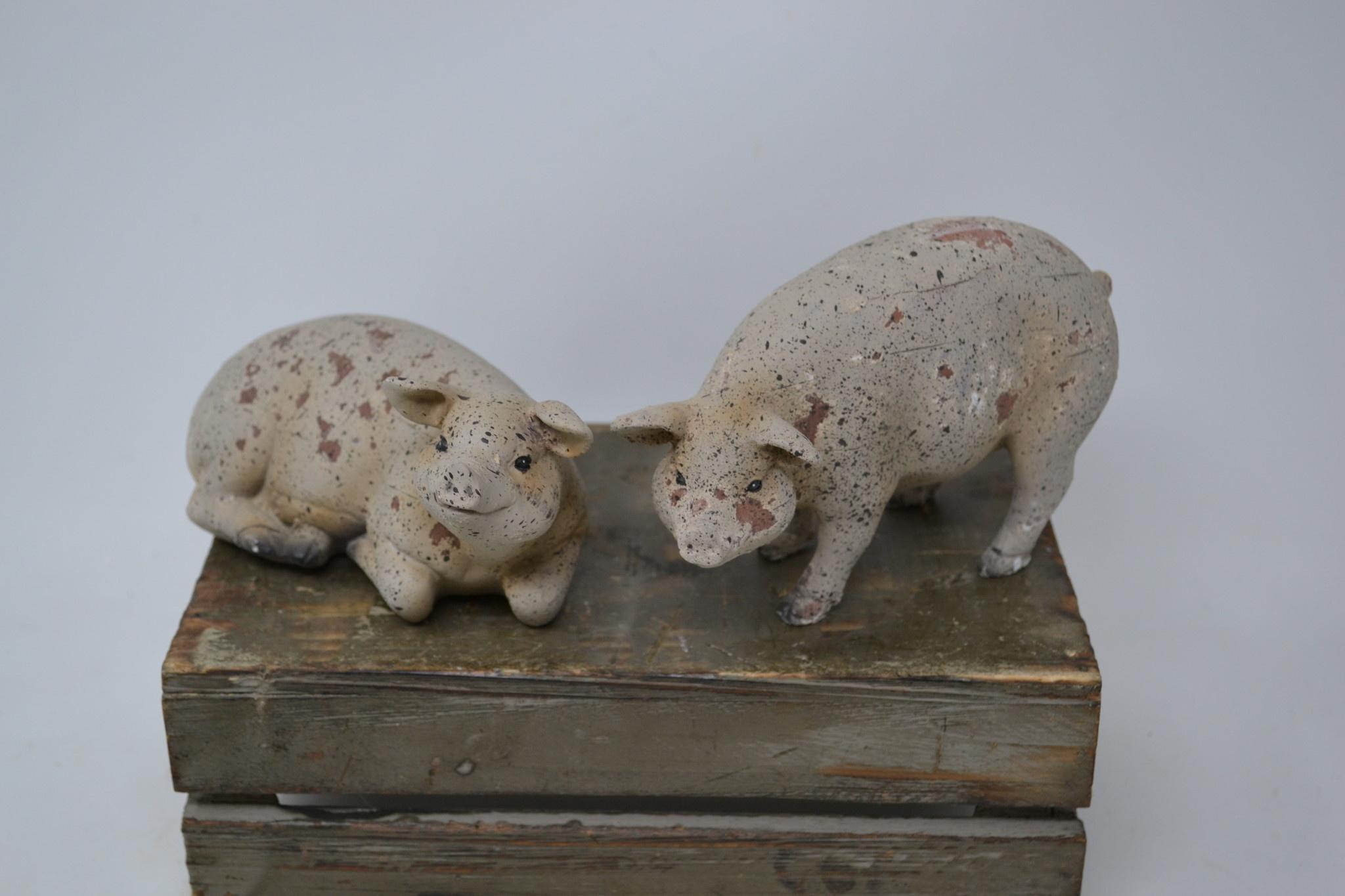 Set of 2 Rustic Pigs