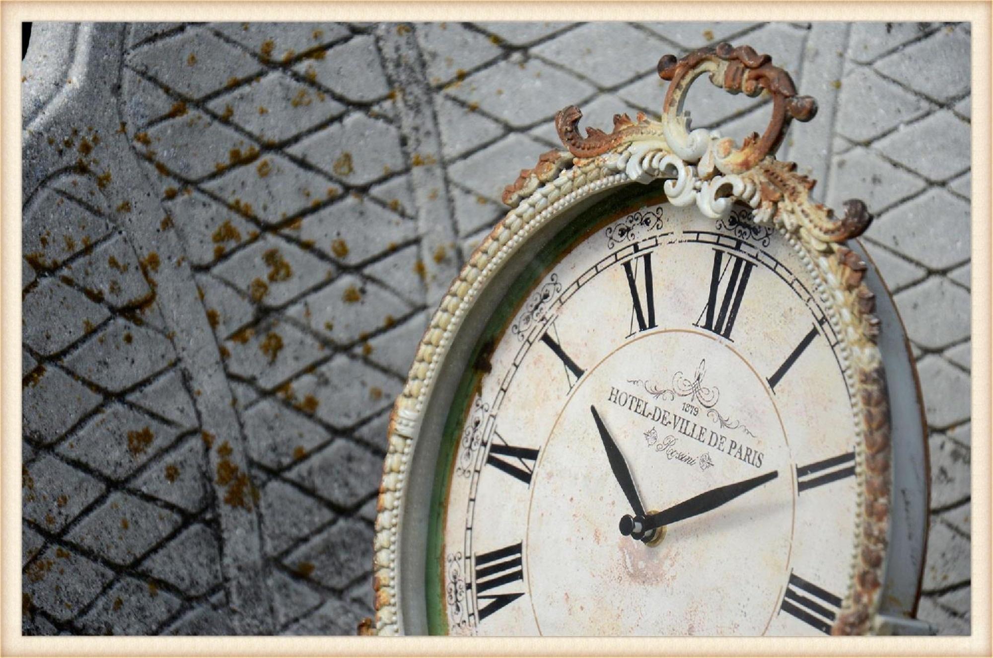 Round Metal Vintage Clock