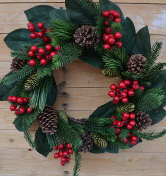"24"" Mixed Pine Berry Greenery Wreath"