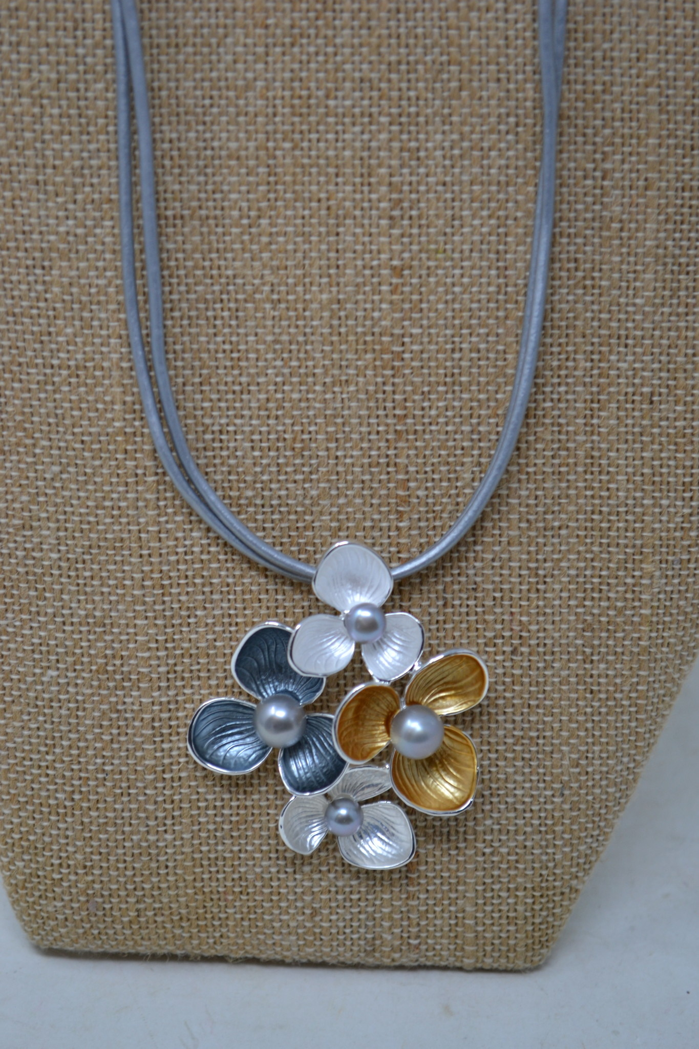 Short Flower Cluster Necklace (2-Colors)