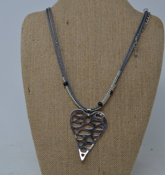 Cut-Out Heart Layered Necklace (2-Colors)