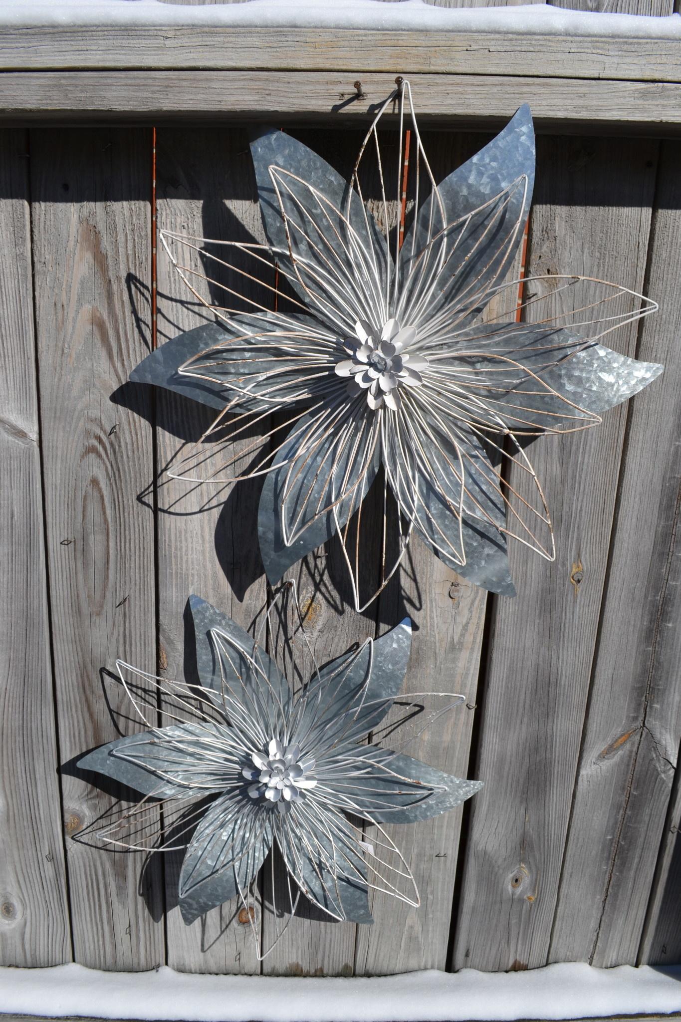 Galvanized Antique White Wire Wall Flower