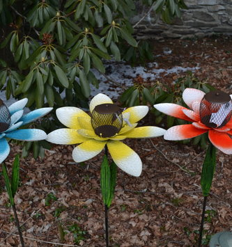 Dimpled Metal Flower Bird Feeder Stake (3-Colors)