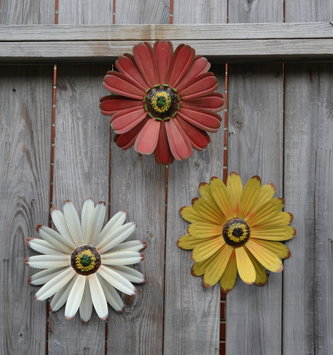 Hanging Metal Flower (3 Colors, 2 Sizes)