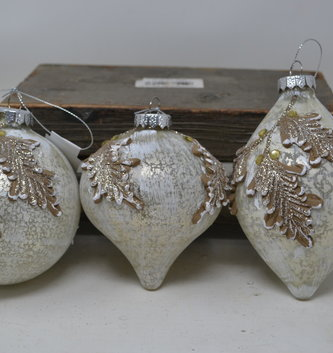 Whitewashed Filigree Leaf Ornament (3-Styles)