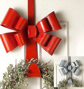Holiday Bow Metal Wreath Hanger (2-Colors)