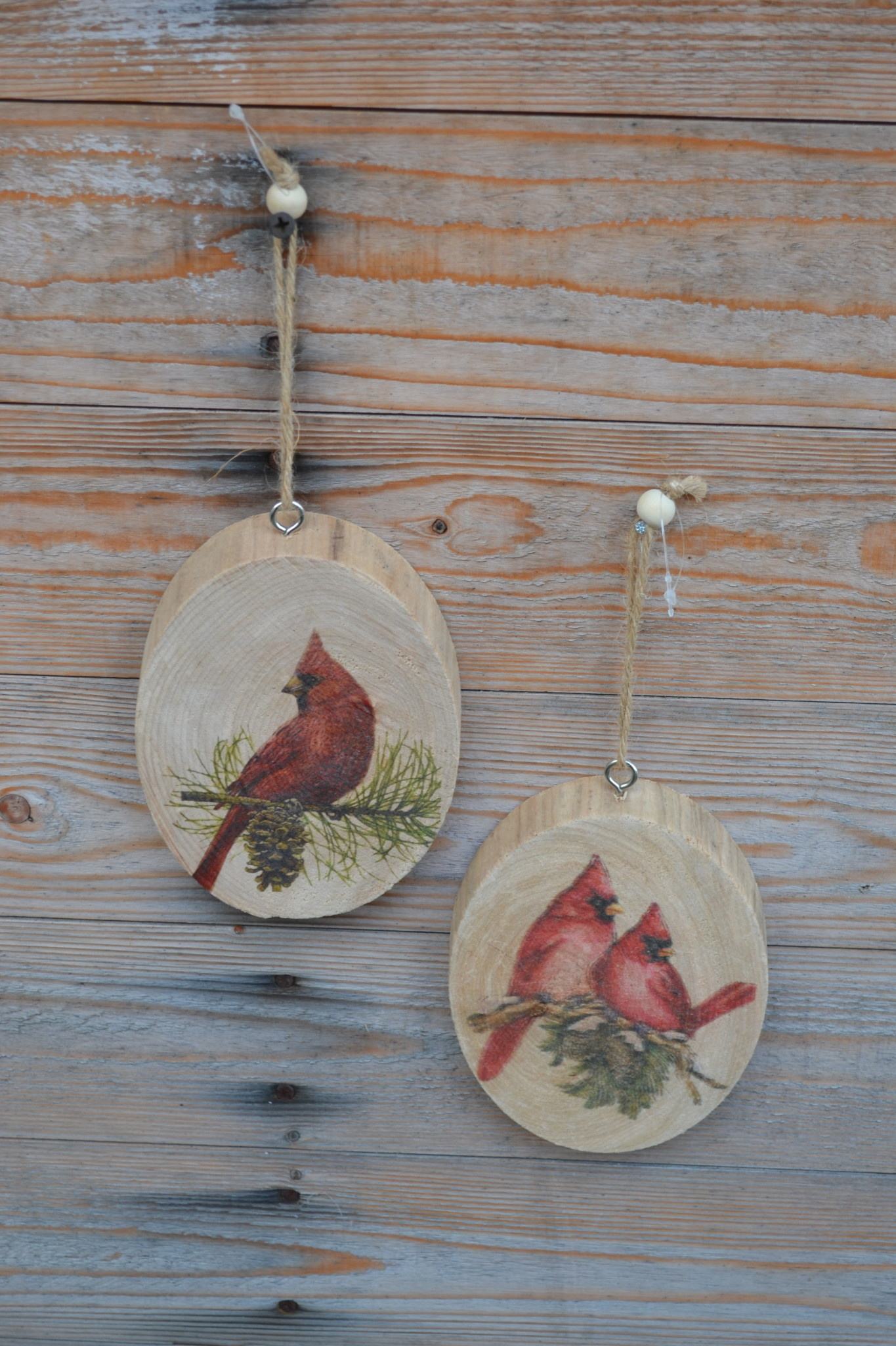 Wooden Disc Cardinal Ornament (2-Styles)