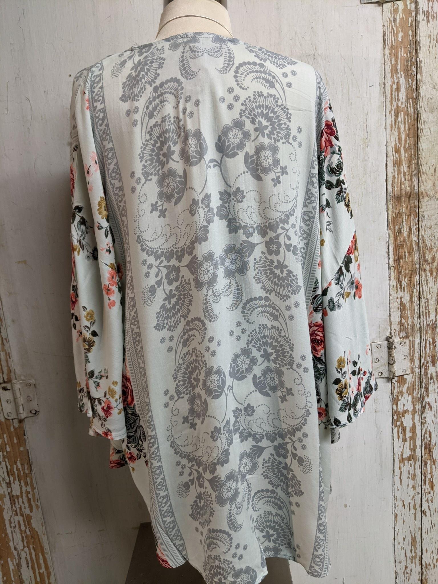 Kimono Glacier Wrap