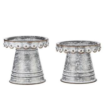 Scalloped Metal Pedestal (2-Sizes)
