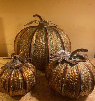 Metal Antiqued Pumpkin w/ Vine (3-Sizes)